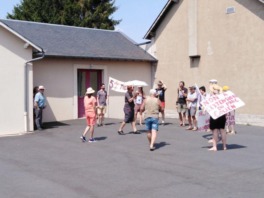 En juillet des habitants de Bussière-Saint-Georges avaient manifesté contre le projet d'agrandissement du parc éolien