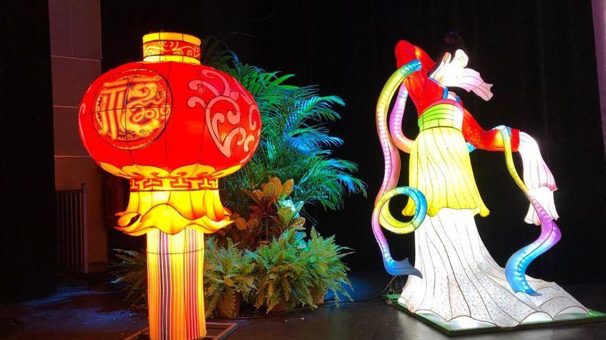 Deux exemples de lanternes chinoises sur les 550 parsemées dans le Parc Phoenix