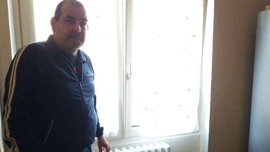 Depuis quatre ans, Mahfoud se plaint de radiateurs qui ne chauffent plus.