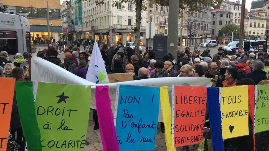 Les manifestants se sont réunis sur la place du Peuple