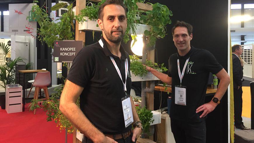François Millet (au premier plan) et Damien Bouly sont les fondateurs de Kanopée koncept