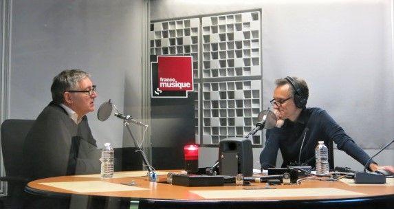 France Musique, studio 361... Le philosophe Michel Onfray & le producteur Philippe Venturini (g. à d.)