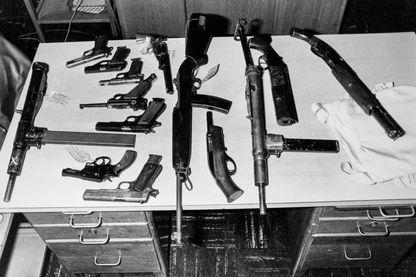 Armes saisies par la police au groupe de terroristes d'Action Directe. Fusils d'assaut, revolvers et d'autres armes à feu saisies par la police à des jeunes membres du groupe terroriste Action Directe le 29 mars 1980 à Paris.