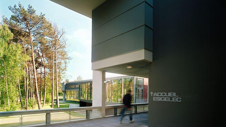Ecole des ingénieurs de Rouen .