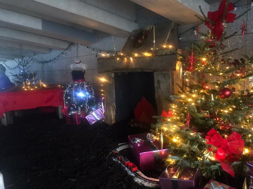 Dans le tunnel de la place de la Liberté, comme une impression d'être déjà au repas de Noël