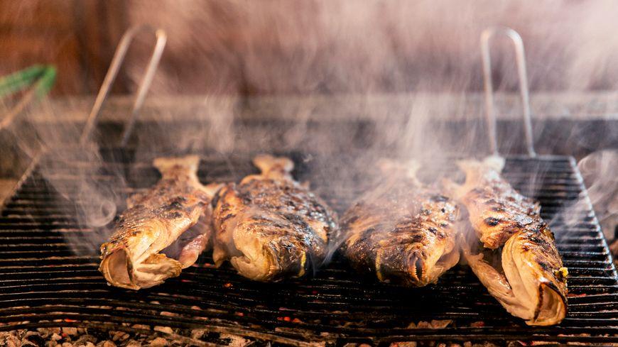 pour réussir un poisson grillé, la maîtrise du feu est une condition siné qua non