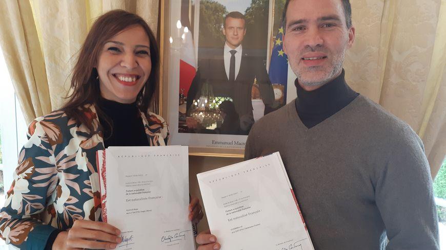 Rajae et Ali Guerrida, avec leur décret de naturalisation, sont très fiers d'être Français même si le parcours a été long