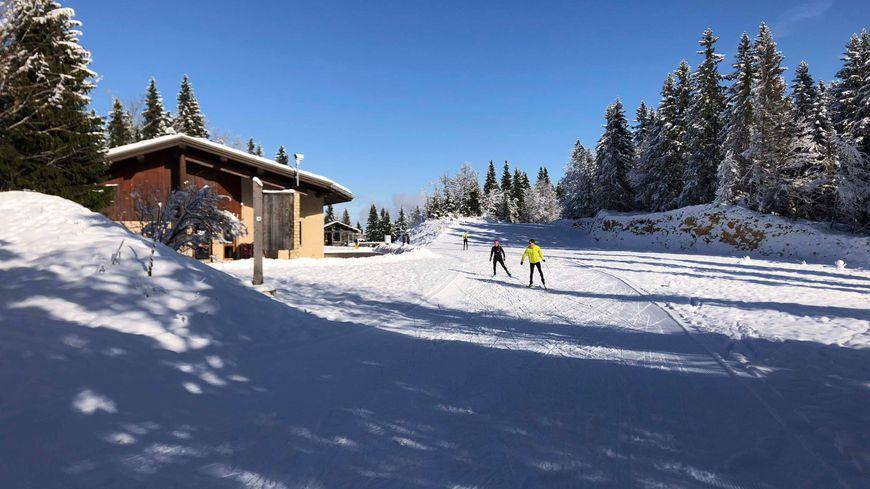 Les skieurs profitent des premières pistes
