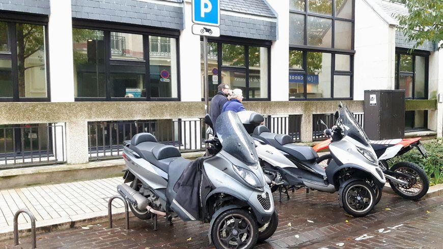 Vincennes dispose de 850 places de stationnement pour les deux roues motorisés