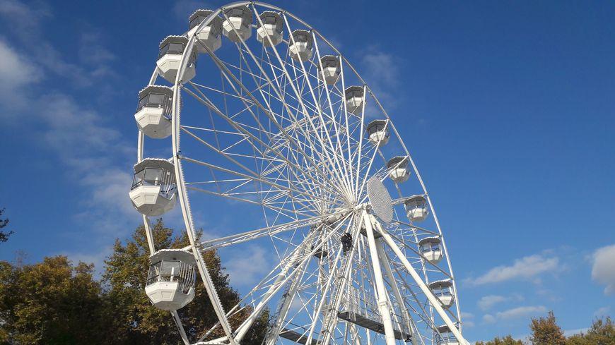 La grande roue s'est installée sur la place de la Comédie et elle va tourner dès ce vendredi soir