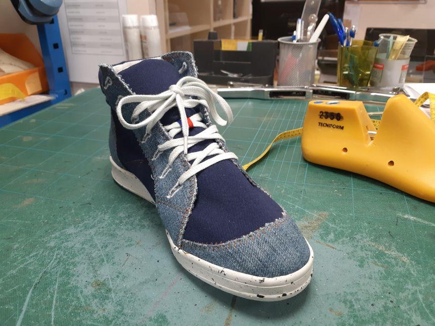 Option jeans et baskets montantes pour le prochain modèle  (prototype)