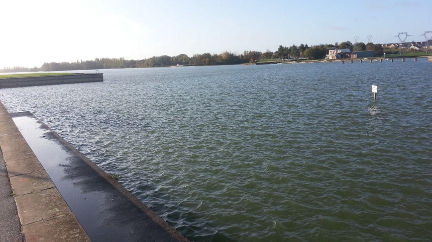 Les eaux du lac du Val d'Auron, à Bourges, ont quand même regonflé ces dernières semaines.