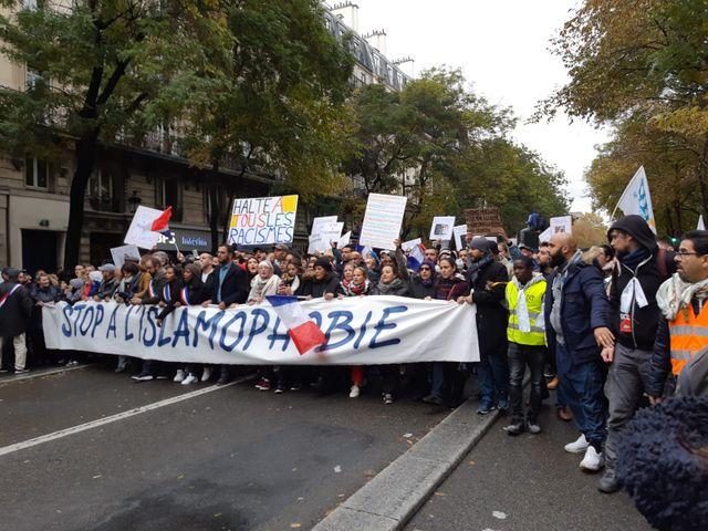 Les manifestants étaient 13500 d'après nos chiffres ce dimanche 10 novembre à Paris.