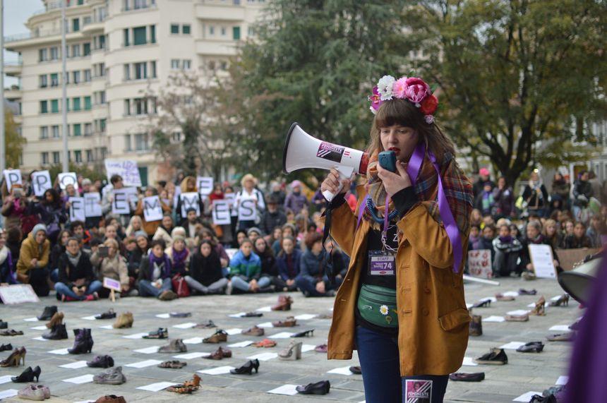 Près de 800 manifestants ont marché dans les rues d'Annecy, pour dire aux violences faites aux femmes.