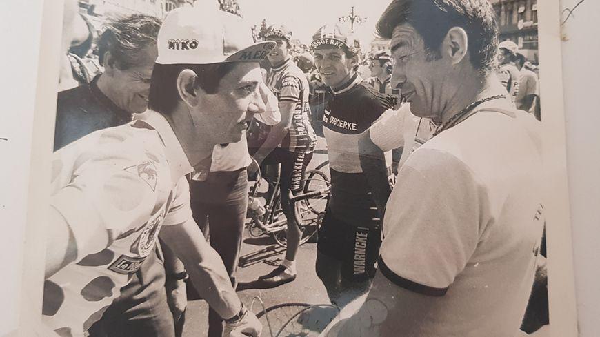 Raymond Martin (à gauche) et Raymond Poulidor (à droite) ont couru plusieurs années ensemble.