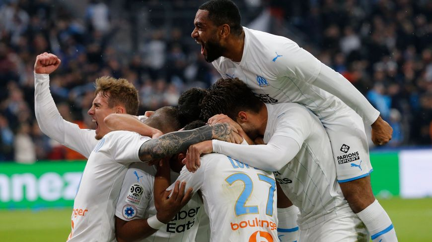 La joie des marseillais qui dominent enfin Lyon (2-1)
