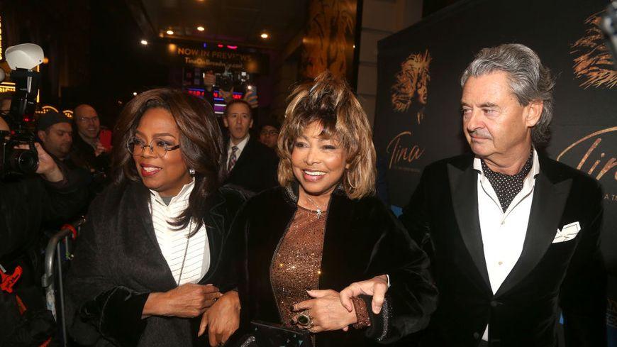 """Oprah Winfrey, Tina Turner et Erwin Bach arrivent à la soirée d'ouverture de """"Tina""""  (la comédie musicale Tina Turner) au Théâtre Lunt-Fontanne le 07 novembre 2019 à New York."""