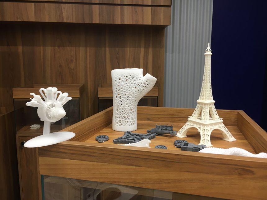 Le labo s'apprête à tester des plastiques pour d'autres applications, notamment dans le domaine médical... Par exemple, sculpter des plâtres en plastique sur mesure