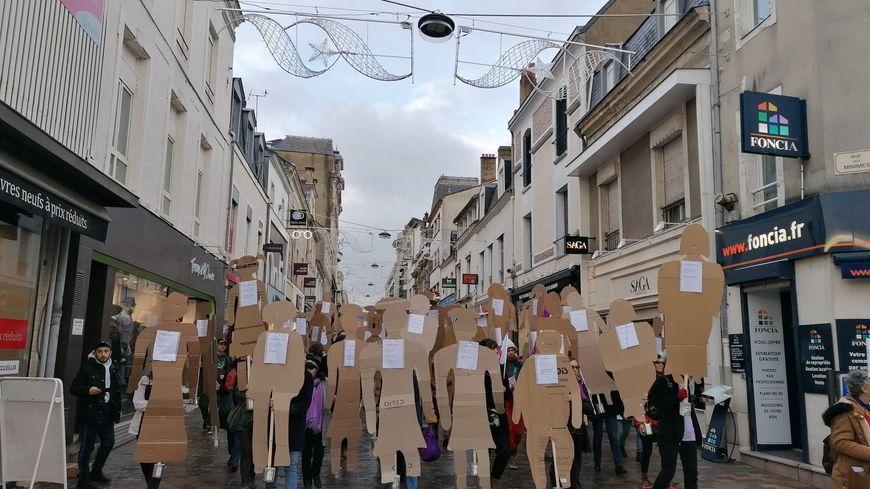 300 personnes ont défilé contre les violences faites aux femmes au Mans ce samedi.