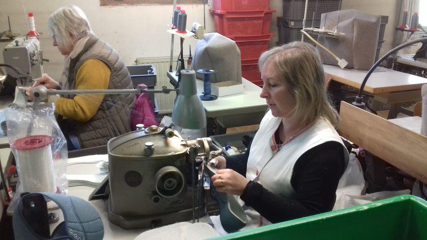 Nathalie travaille comme couseuse chez DM Production depuis 25 ans