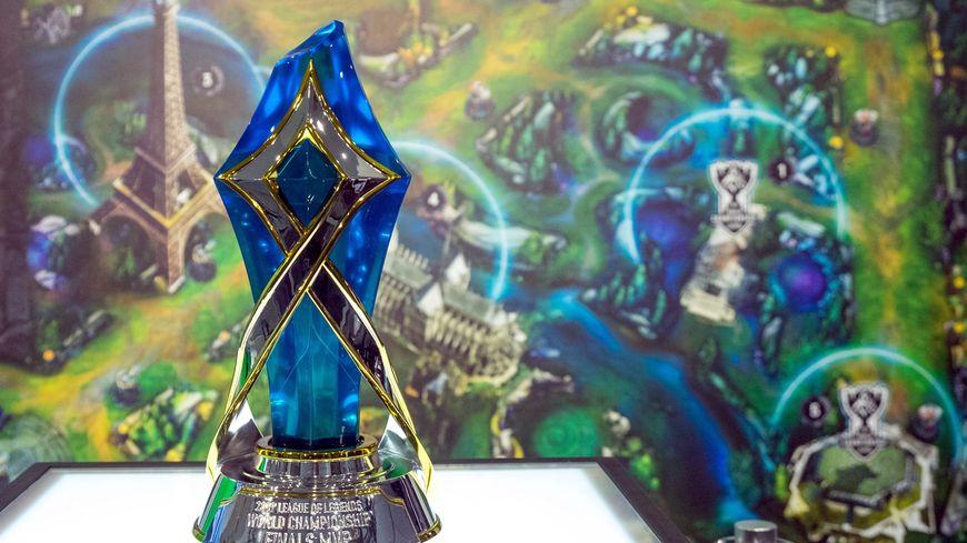 Les équipes de joueurs vont se battre pour arracher le trophée.