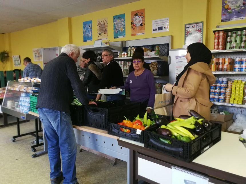 Bénévoles et bénéficiaires Dijonnais des Restos du Coeur