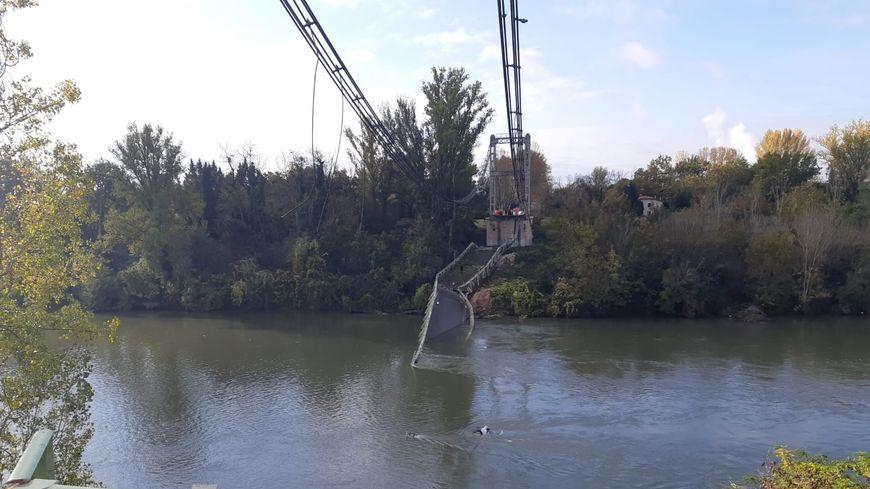 Le tablier du pont s'est effondré sur 20 mètres