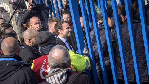 Emmanuel Macron retrouve les anciens Whirlpool et leur colère à Amiens