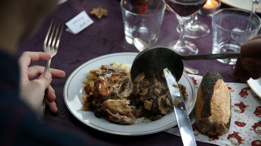 Après les cadeaux, le repas est le deuxième poste de dépenses des français à noël avant la tenue ou la décoration
