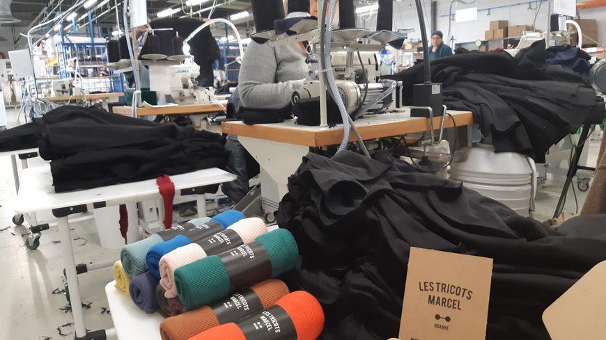 Les Tricots Marcel sont confectionnés au sein de l'atelier de l'entreprise adaptée Ithac, à Riorges.