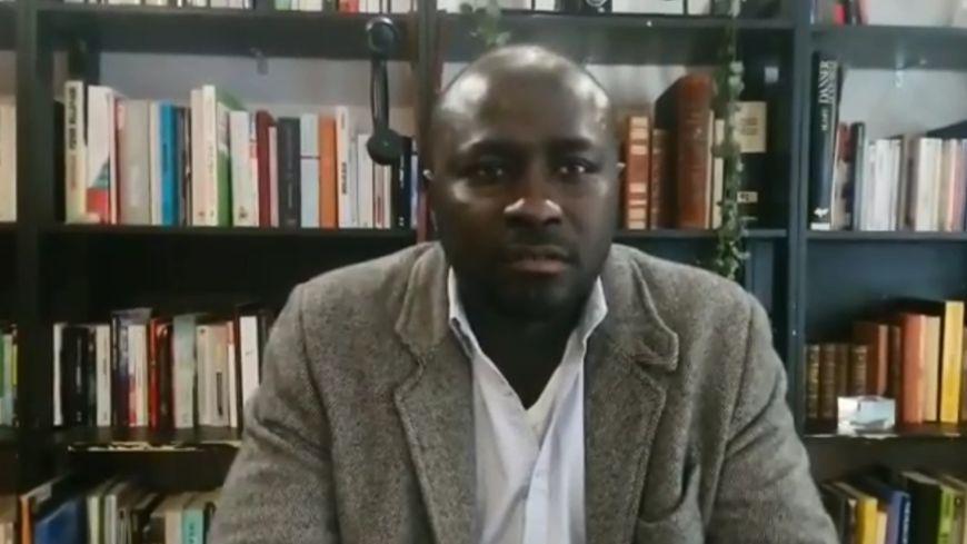 Dans une vidéo publiée sur Facebook, Jean Dib Ndour dénonce le racisme dont il s'estime être victime