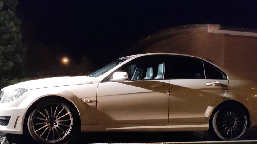 Les gendarmes sarthois ont relevé 205 km/h pour cette Mercedes au lieu de 80 km/h. les faits se sont produits à Saint-Paterne, près d'Alençon.
