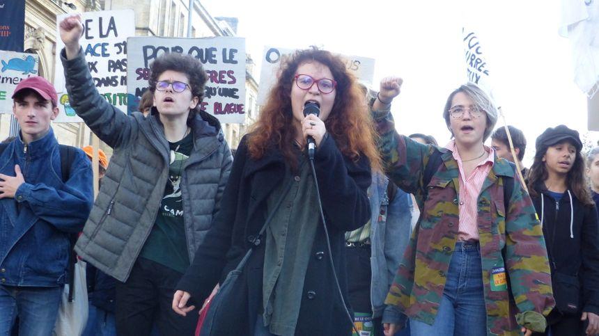 La manifestation a rassemblé au moins 200 personnes.