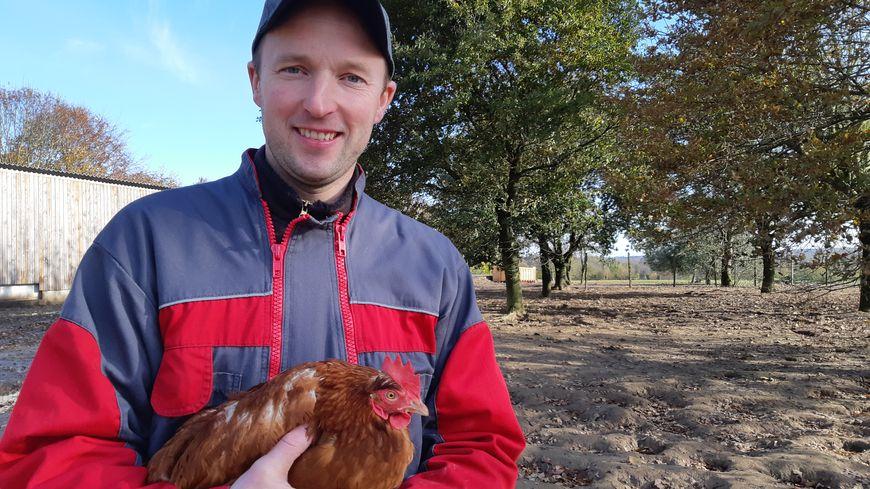 Olivier Sourdin est producteur de lait et d'oeufs bio, au Châtellier, près de Fougères