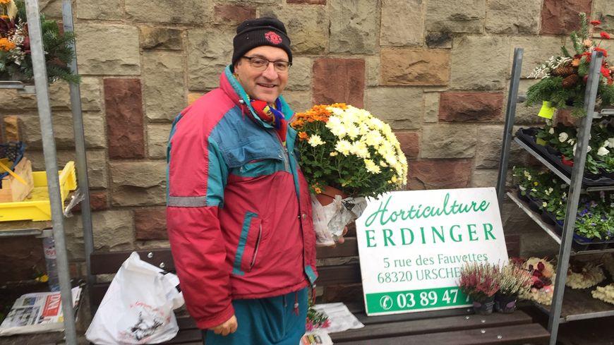 Michel Erdinger fait partie des trois vendeurs réguliers du cimetière du Ladhof de Colmar