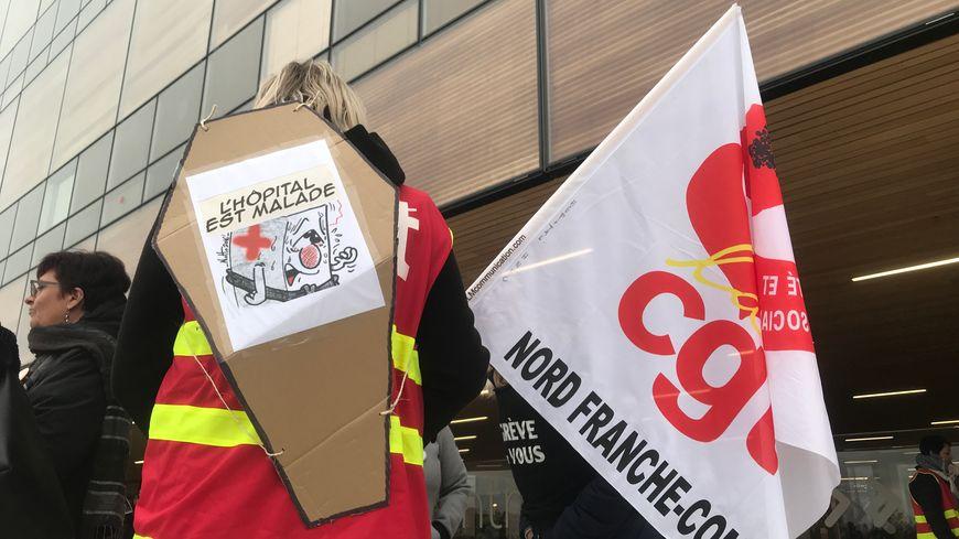 Personnels grévistes de l'Hôpital Nord-Franche-Comté.