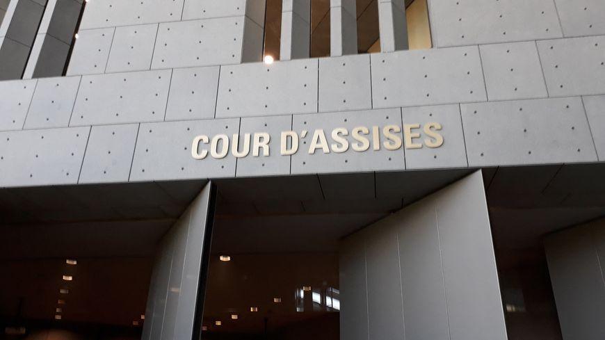 Entrée de la cour d'assises de Grenoble, située dans le Palais de Justice de la ville.