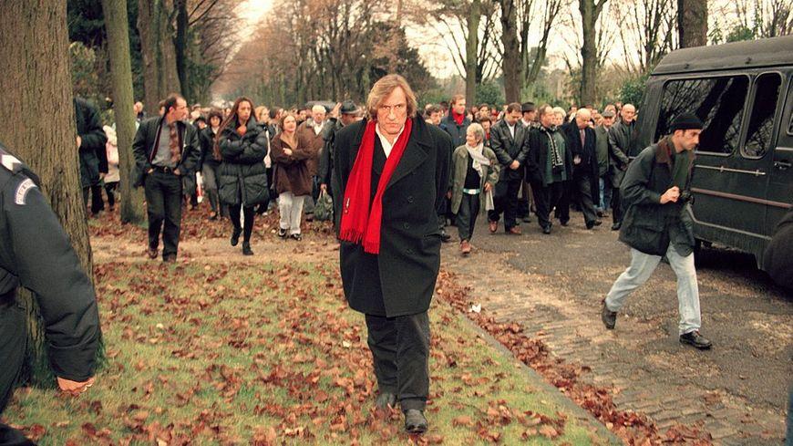 Gérard Depardieu à l'enterrement de Barbara le 27 novembre 1997 à Bagneux