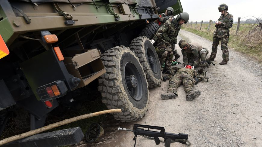 Une simulation d'accident sur un exercice militaire
