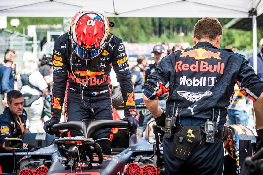Sortie (prévisible) du baquet de la Red Bull au coeur de l'été. La saison se poursuivra chez Toro Rosso, l'écurie junior de la filière