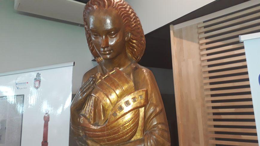 la statue de Sainte Geneviève qui protège les gendarmes de France