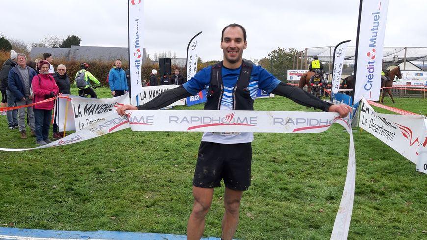 L'évronnais David Garnier remporte la deuxième édition du trail 53 à Hambers.