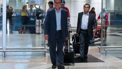 Le chef de l'opposition cambodgienne, en exil, tente un retour dans son pays