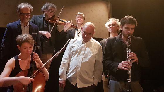 L'ensemble Offrandes et le compositeur Martin Moulin (au fond, à droite)