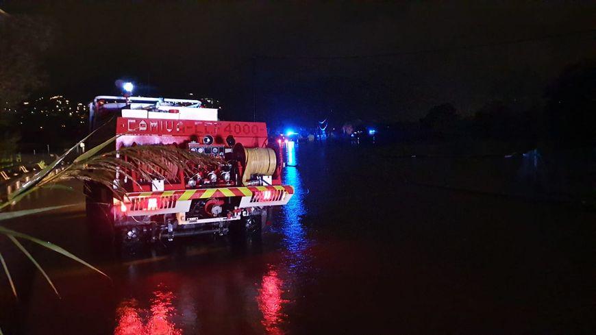 Les sapeurs-pompiers continuent d'intervenir après les inondations