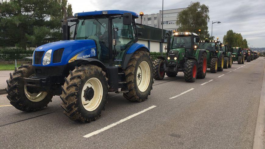 Un défilé de tracteurs annoncé dans le centre de Vienne ce matin - France Bleu