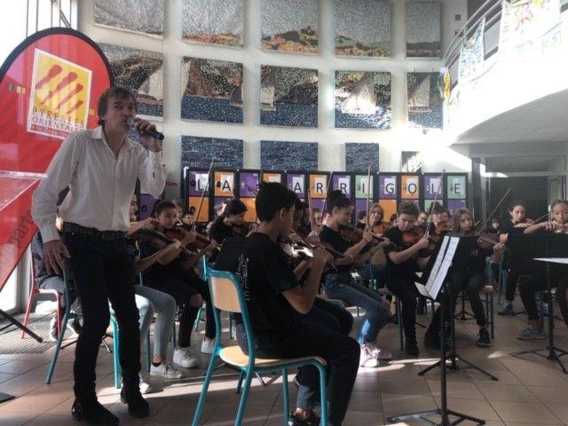Les élèves ont donné un concert avec le chanteur Bruno Cali