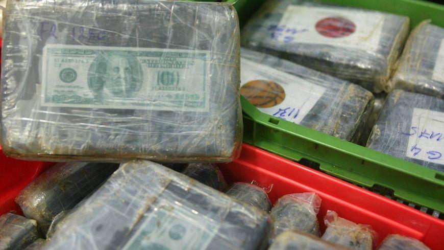 Arcachon : des paquets de cocaïne échoués sur la plage - France Bleu