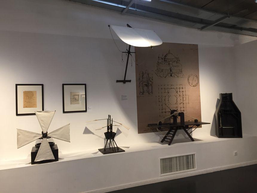 Une partie de l'exposition est dédiée aux machines volantes.