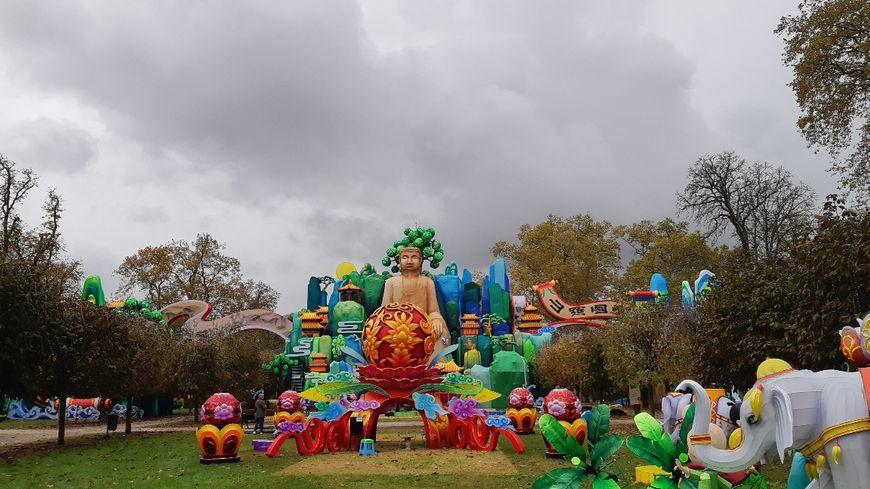 Le bouddha de Leshan est une des merveilles du festival.